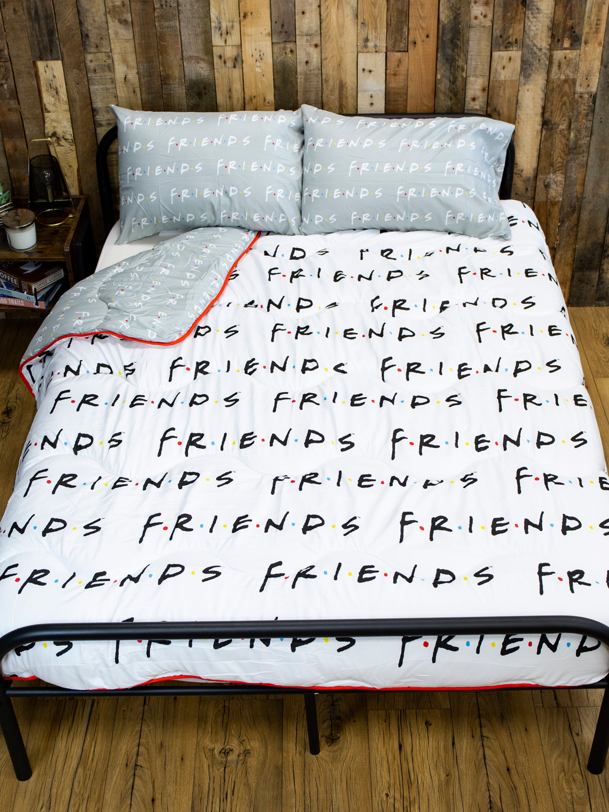 Friends Mono Coverless Double 10.5 Tog Quilt and Pillowcase Set