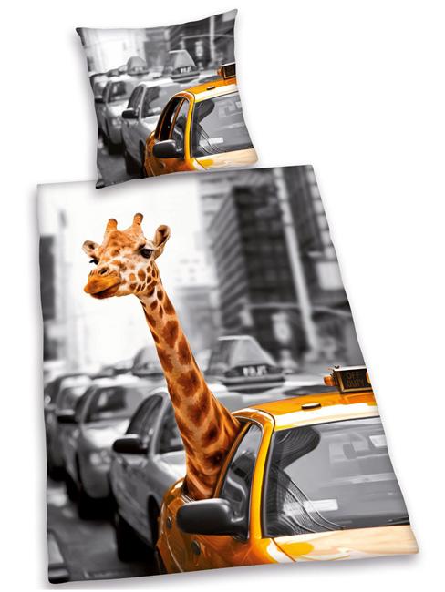 giraffe in new york duvet cover and pillowcase set  reversible design