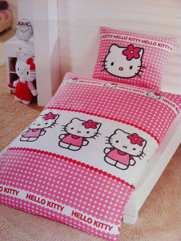 Hello Kitty Dots Single Duvet Cover and Pillowcase Set