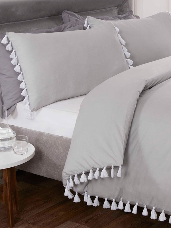 Tassel Duvet Cover and Pillowcase Bed Set -Super King, Silver