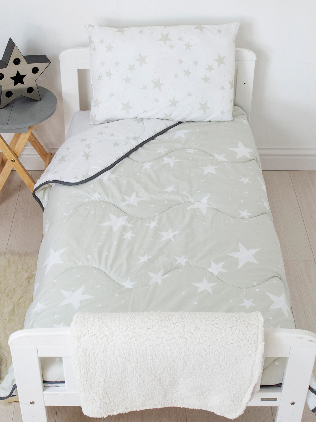 Grey Stars Coverless Junior 4 Tog Quilt and Filled Pillow Set